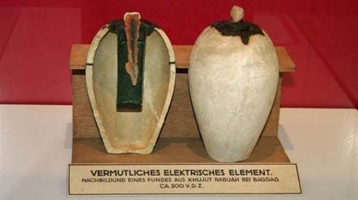 Một bình đất sét nhỏ, có chứa một miếng trục đồng ở giữa và được tìm thấy ở vùng Lưỡng Hà. Nó được gọi là pin Baghdad Hay (Pin Parthia) do bên trong có cấu tạo giống một viên pin của thời hiện đại. Tuy vậy, nguồn gốc hình thành của nó vẫn đang là đề tài gây tranh cãi.