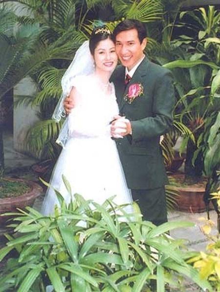 Ảnh cưới hạnh phúc của cặp vợ chồng. - Tin sao Viet - Tin tuc sao Viet - Scandal sao Viet - Tin tuc cua Sao - Tin cua Sao