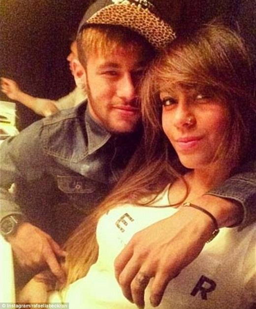 Neymar khiến fan hâm mộ xôn xao với hình xăm mới
