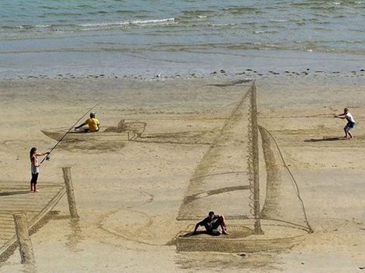 Những bức tranh 3D trên cát...