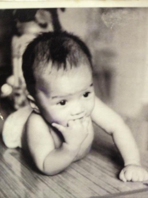 Ông hoàng nhạc Việt ngày còn đóng bỉm đã lộ rõ nét đáng yêu, bụ bẫm, thậm chí có phần dễ thương. - Tin sao Viet - Tin tuc sao Viet - Scandal sao Viet - Tin tuc cua Sao - Tin cua Sao