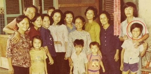 Đại gia đình Mr. Đàm chụp trong một ngày giỗ tổ, năm 1985. - Tin sao Viet - Tin tuc sao Viet - Scandal sao Viet - Tin tuc cua Sao - Tin cua Sao