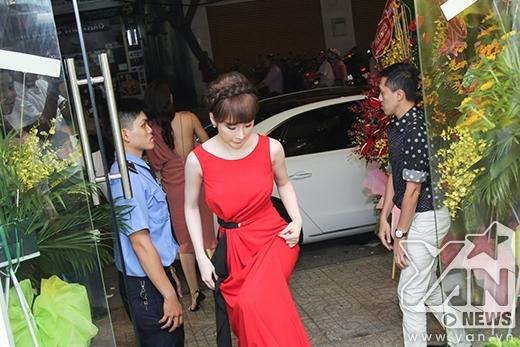 Angela Phương Trinh tiếp tục mang giày cao gót khủng lấn át đàn chị