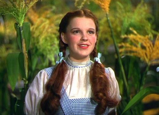 Nữ diễn viên Judy Garland trong bộ phim The Wizard of Oz.
