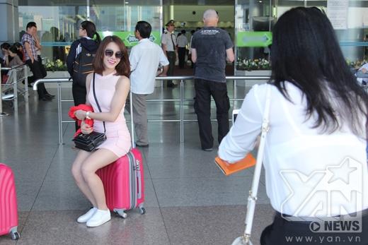 Mẹ Diệp Lâm Anh trở thành phó nháy bất đắc dĩ cho con gái - Tin sao Viet - Tin tuc sao Viet - Scandal sao Viet - Tin tuc cua Sao - Tin cua Sao