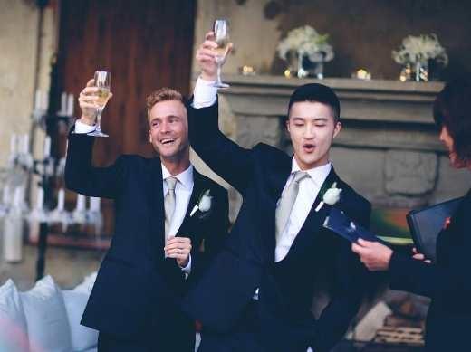 Tan chảy với những khoảnh khắc hạnh phúc ngất ngây của các cặp đôi đồng tính