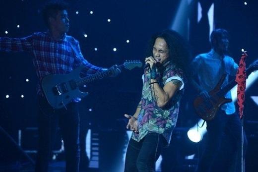 Phạm Anh Khoa cùng ban nhạc đã mang đến chương trình những giai điệu rock sôi động. - Tin sao Viet - Tin tuc sao Viet - Scandal sao Viet - Tin tuc cua Sao - Tin cua Sao