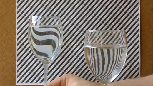 Ảo giác với ly nước