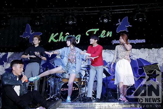 Màn nhảy theo nhạc rất tập trung và hài hước của Chi Pu. - Tin sao Viet - Tin tuc sao Viet - Scandal sao Viet - Tin tuc cua Sao - Tin cua Sao