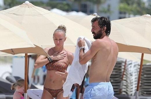 Pirlo cũng đi nghỉ cùng gia đình. Cầu thủ này đang cân nhắc gia nhập New York City cùng Frank Lampard.