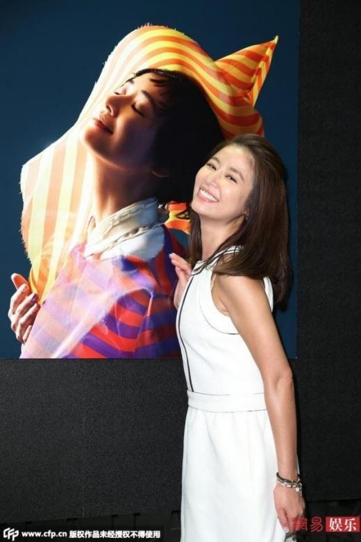 """Lâm Tâm Như tuổi U40 vẫn như """"măng non"""" nhờ photoshop"""