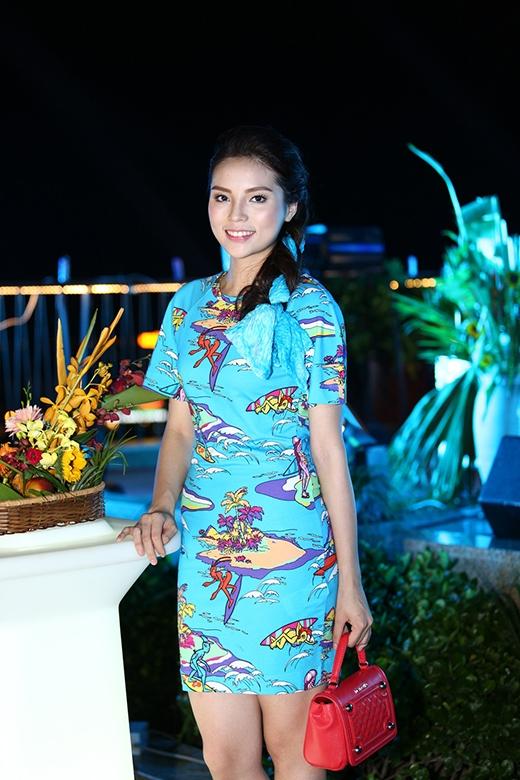 Hoa hậu Việt Nam 2014 luôn chăm chút ngoại hình của mình mỗi khi xuất hiện. - Tin sao Viet - Tin tuc sao Viet - Scandal sao Viet - Tin tuc cua Sao - Tin cua Sao