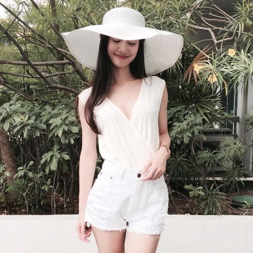 Jun Vũ không chỉ xinh đẹp mà cô còn có gu thời trang khá đa dạng và ấn tượng.