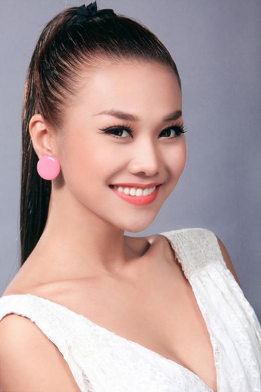 Thanh Hằng ở thời điểm hiện tại là một siêu mẫu hạng A của showbiz Việt. Cô sở hữu chiều cao khủng, gương mặt với nụ cười tỏa sáng và là biểu tượng thời trang của người phụ nữ hiện đại. - Tin sao Viet - Tin tuc sao Viet - Scandal sao Viet - Tin tuc cua Sao - Tin cua Sao
