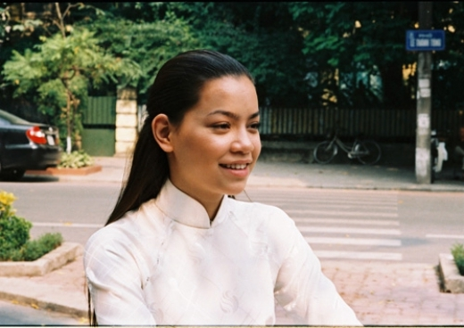Nhiều người cũng cho rằng Hà Hồ đã đụng tới dao kéo để có được nhan sắc như ngày hôm nay khi nhìn vào những hình ảnh ngày xưa này của cô. - Tin sao Viet - Tin tuc sao Viet - Scandal sao Viet - Tin tuc cua Sao - Tin cua Sao