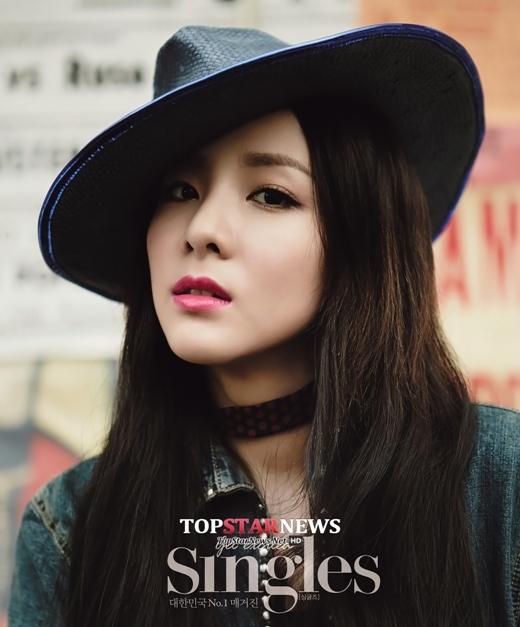 """Nổi tiếng là """"thần tượng không tuổi"""", Dara (2NE1) luôn khiến các đàn em phải ganh tỵ trước nhan sắc """"càng ngày càng trẻ"""" của mình mỗi khi xuất hiện."""