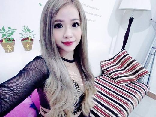 Mi-A đã đăng tải hình ảnh 1 góc phòng của mình. Với hình ảnh này, các fans của cô nàng đang đoán già đoán non rằng, căn phòng của Mi-A chắc hẳn sẻ rất gọn gàng và xinh xắn.