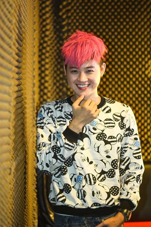 Mái tóc hồng đã làm nên thương hiệu cho Thanh Duy Idol.