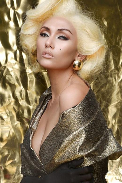 Võ Hoàng Yến với mái tóc màu vàng kem sáng. Tuy nhiên, màu tóc này phần lớn chỉ hỗ trợ cô trong công việc. Nhiều người cho rằng nó khiến Hoàng Yến trông thiếu sức sống.