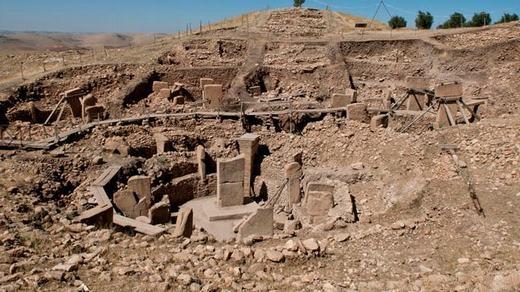 Đây là những gì còn sót lại của ngôi đền Gobekli Tepe trên sườn một ngọn núi ở Thổ Nhĩ Kỳ. Điều đặc biệt ở đây là ngôi đền được xây dựng trước cả thành phố cổ xung quanh.