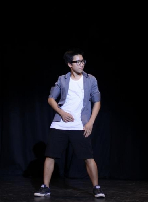 Anh Duy có niềm đam mê lớn đối với nhảy. Ở trường cậu còn ở trong một nhóm nhảy khá chuyên nghiệp. - Tin sao Viet - Tin tuc sao Viet - Scandal sao Viet - Tin tuc cua Sao - Tin cua Sao