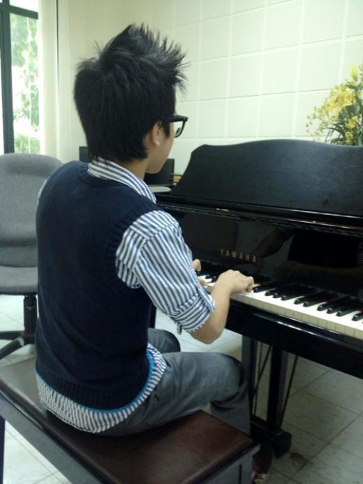 Từ bé đã được mẹ Mỹ Linh cho theo học piano và một số nhạc cụ. - Tin sao Viet - Tin tuc sao Viet - Scandal sao Viet - Tin tuc cua Sao - Tin cua Sao