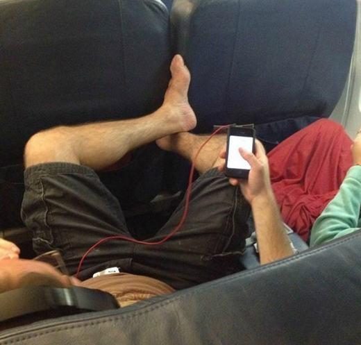 Một cách thưởng thức âm nhạc khi đi máy bay.