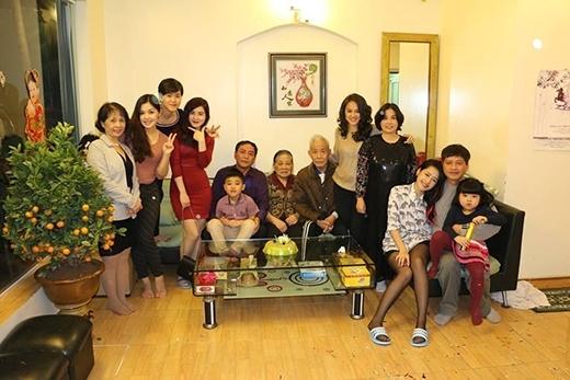 Đại gia đình nhiều thế hệ của Chi Pu. - Tin sao Viet - Tin tuc sao Viet - Scandal sao Viet - Tin tuc cua Sao - Tin cua Sao