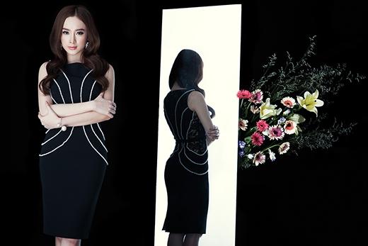 Chiếc váy cocktail ôm sát cổ điển được tạo điểm nhấn bằng những đường kết hạt đối xứng hai bên thân váy.