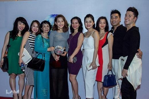 Mẹ và chị gái đã bay từ Hà Nội vào để cổ vũ cho Chi Pu trong đêm chung kết Bước nhảy hoàn vũ 2015. - Tin sao Viet - Tin tuc sao Viet - Scandal sao Viet - Tin tuc cua Sao - Tin cua Sao