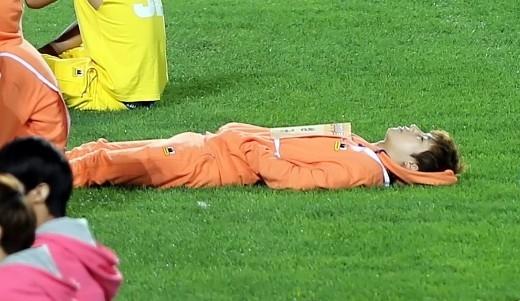 Loạt thần tượng Kpop bị lợi dụng hình ảnh khi đang say ngủ