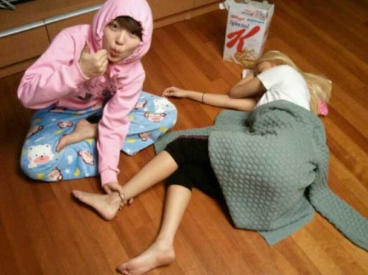 Sohyun (4Minute) hài hước tiết lộ bằng chứng cổ chân nano của cô chị Gayoon.