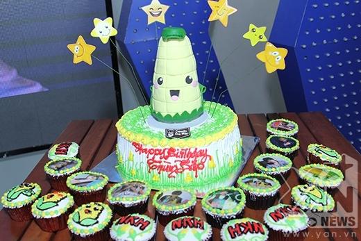 Bánh sinh nhật được FC của Ngô Kiến Huy chuẩn bị khá chu đáo. - Tin sao Viet - Tin tuc sao Viet - Scandal sao Viet - Tin tuc cua Sao - Tin cua Sao