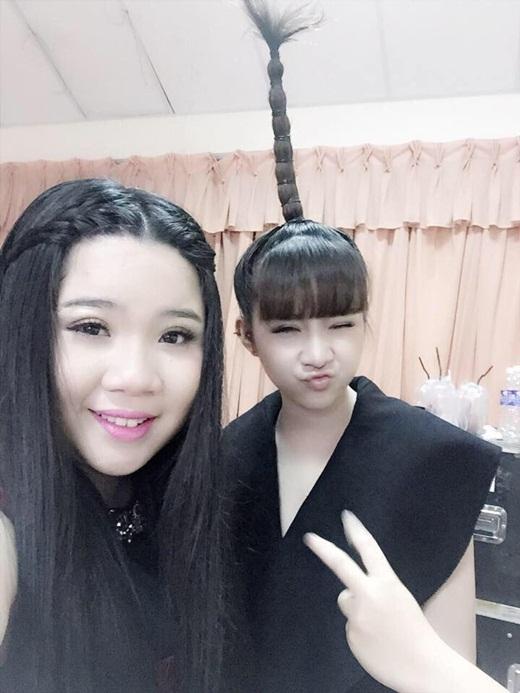 Không ít người yêu thích phong cách cá tính của Diệu Mi. Ngay cả huấn luyện viên Mỹ Tâm cũng bày tỏ sự thích thú với mái tóc cây dừa cực ngộ nghĩnh của Diệu Mi.