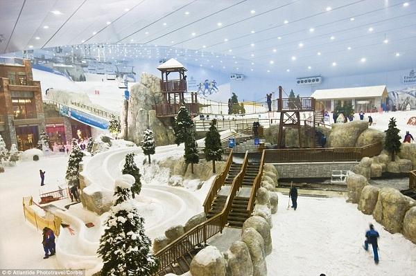 Mall of the Emirates ở Dubai là ngôi nhà của nhiều gian hàng và khu trượt tuyết trong nhà đầu tiên ở Trung Đông.