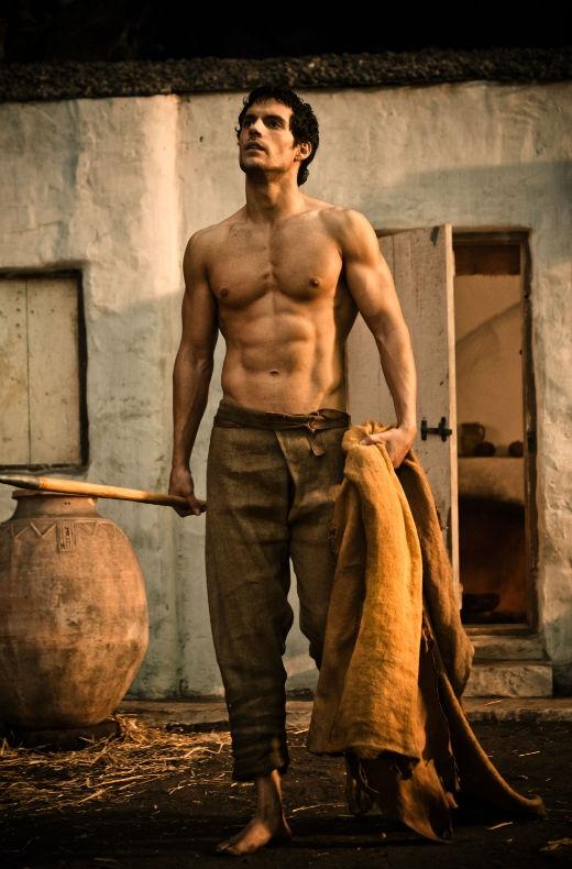 Không ai có thể phủ nhận được vẻ ngoài mê hoặc của chàng Siêu nhân Henry Cavill, nhất là những khi anh lột áo khoe thân.