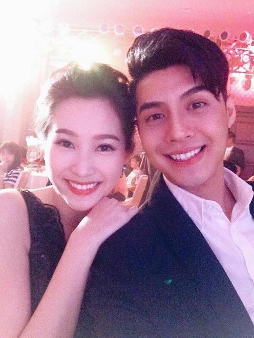 Hoa hậu Đặng Thu Thảo vừa khiến nhiều người tỏ ra bất ngờ, khi mới đây cô nàng đã tiết lộ rằng mình là 1 fan trung thành của nam ca sĩ Noo Phước Thịnh từ khi anh chàng còn là 1 người mẫu teen đi hát.