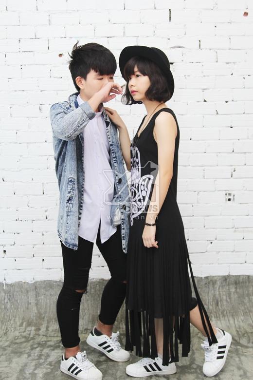 Thích thú khi fans tấn công Đông Nhi bằng nụ hôn