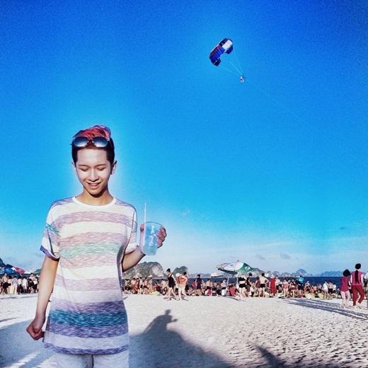 Chàng hoàng tử cover Đỗ Hoàng Dương mới đây chia sẻ trên trang cá nhân bức hình chụp tại bãi biển vô cùng đẹp mắt. Bức hình nhanh chóng thu hút hơn 40.000 lượt yêu thích từ người hâm mộ.