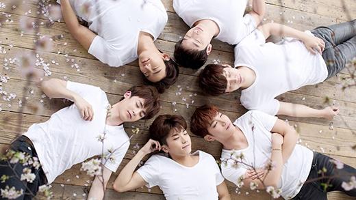 2PM từng bị anti-fan tặng bó hoa tượng trưng cho sự tang tóc. Sau khi sự việc được chia sẻ, các fan của 2PM cũng không khỏi bàng hoàng.