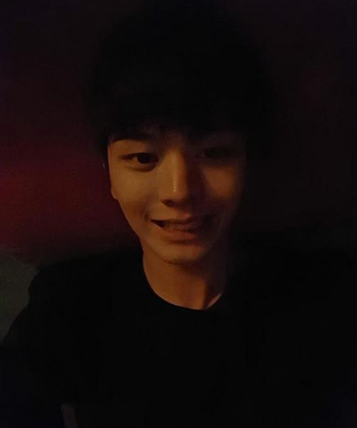 Sungjae đăng tải ảnh tự sướng và chào fan buổi chiều.