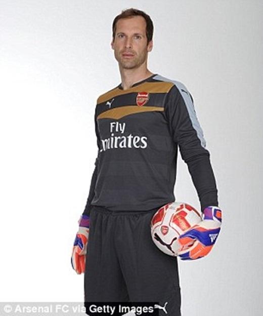 Chính thức: Petr Cech gia nhập Arsenal