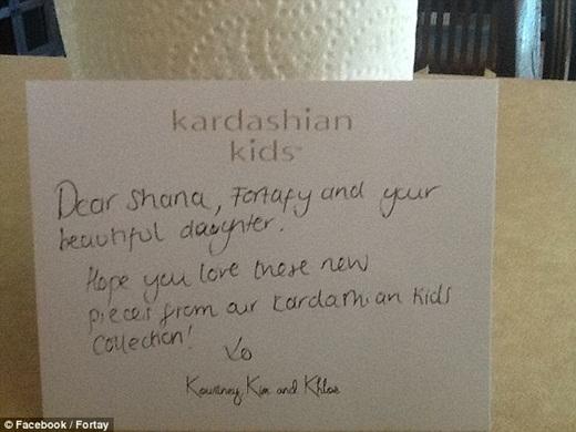 Bức thư viết tay từ chị em nhà Kardashian.