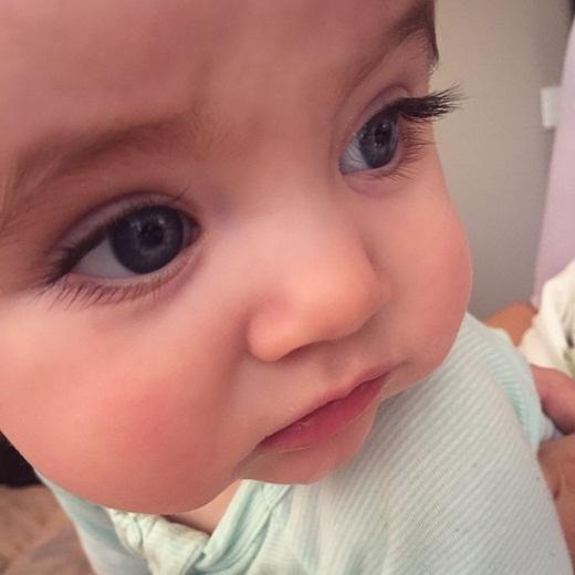 Tan chảy với bé 8 tháng tuổi sở hữu cặp mắt đẹp đến mê hồn