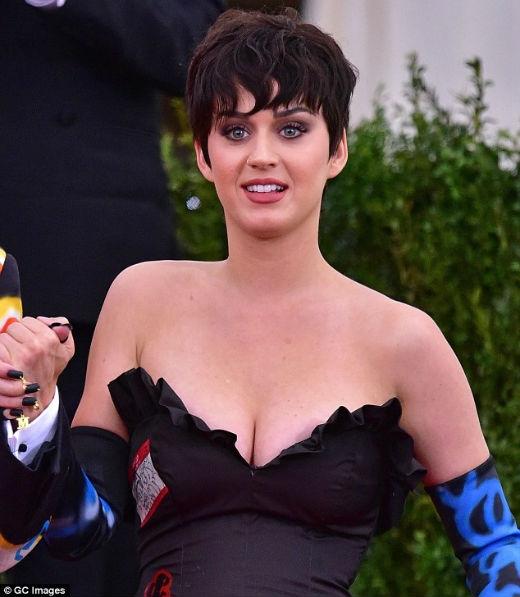 Katy Perry tự hào hạ gục Taylor Swift