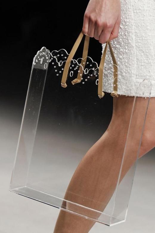 Túi xách, ví cầm tay trong suốt làm mê mẩn giới mộ điệu thời trang