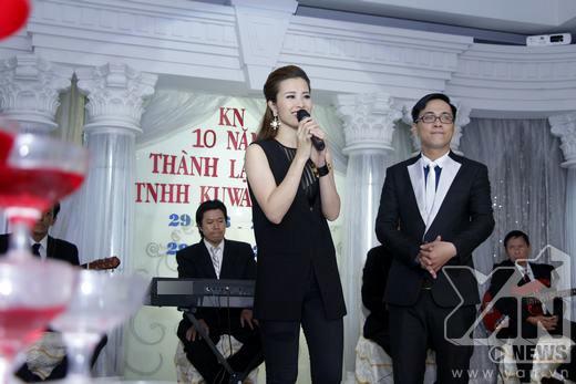 Đông Nhi đã trình diễn 3 ca khúc và giao lưu cùng các khách mời nơi đây. - Tin sao Viet - Tin tuc sao Viet - Scandal sao Viet - Tin tuc cua Sao - Tin cua Sao