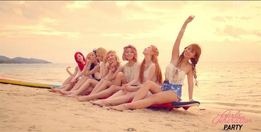 Sôi sùng sục với hình ảnh bikini nóng bỏng của SNSD