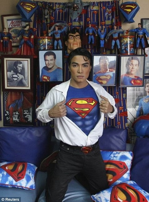 Kì lạ: Dành hơn 20 năm để lột xác thành... siêu nhân