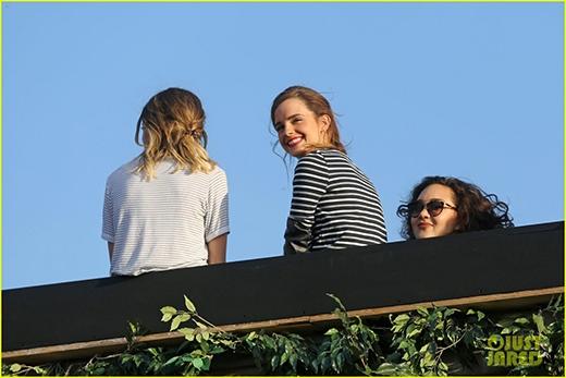 Emma cực kì rạng rỡ khi tham gia vào concert của người bạn Taylor.